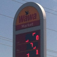 Photo taken at Wawa Food Market #834 by Matt N. on 8/24/2013