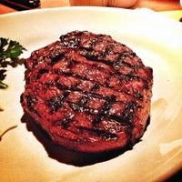 Photo taken at Houston's Restaurant by wutt on 11/22/2012