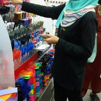 Photo taken at Popular Bookstore by Azila M. on 5/13/2016
