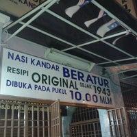 Photo taken at Nasi Kandar Beratur by Izza N. on 5/24/2013