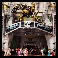 Photo taken at Transformers The Ride: The Ultimate 3D Battle by Jenny C. on 9/14/2012