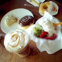 Photo taken at J.CO  Donuts & Coffee by Nungki Alifia F. on 6/23/2013