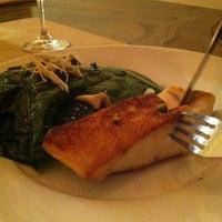 Das Foto wurde bei Van Horne Restaurant von maria s. am 5/11/2013 aufgenommen