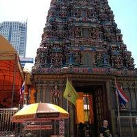 Photo taken at วัดพระศรีมหาอุมาเทวี (วัดแขก) Sri Mahamariamman Temple by Chalermpol S. on 3/23/2013