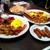 Photo taken at Perkins Family Restaurant & Bakery by Majestic R. on 12/26/2012