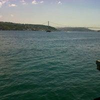 Photo taken at İskele Cafe & İzmir Lokmacısı by Seyhan A. on 6/10/2013