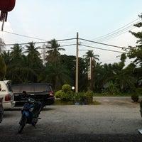 Photo taken at Batu 8 Kapar Seafood by Tan J. on 8/22/2014