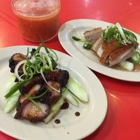 Photo taken at Brother Kuan Roasted Duck 坤哥车仔饭店 by Christine Q. on 9/20/2016