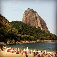 Photo taken at Praia Vermelha by Newton C. on 1/2/2013