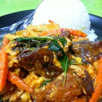 Photo taken at ร้านอาหารตามส่ัง พ่ีแหม่ม พ่ีดิศ by Sev S. on 3/29/2013