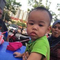 Photo taken at Restoran Fazlina Maju by Cikwiwit on 3/26/2016