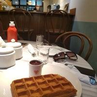Photo taken at Kala Ghoda Café by Harsh J. on 10/23/2016