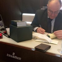 Photo prise au Audemars Piguet Boutique par ♚ Fάlάı̴‎ℓ⌣̈αℓкнαldi ♚ le4/6/2016