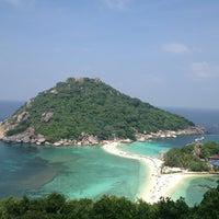 Photo taken at Koh Nang Yuan Dive Resort by Polovnikova K. on 1/21/2013