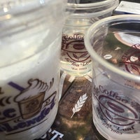 Photo taken at The Coffee Bean & Tea Leaf by Justin C. on 3/6/2016