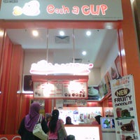 Photo taken at Each A Cup (各一杯) by Arni H. on 9/16/2012