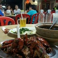 Photo taken at Batu 8 Kapar Seafood by Simon C. on 7/30/2016