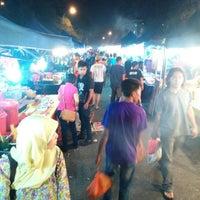 Photo taken at Pasar Malam Taman Andalas by Rahmat M. on 1/19/2016
