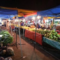 Photo taken at Pasar Malam Sinsuran (Night Market) by Davy C. on 6/20/2013