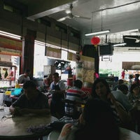 Photo taken at Restoran Lai Foong by Lucie P. on 3/22/2015