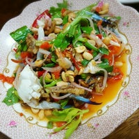 Photo taken at ร้านลูกหิน ส้มตำ อาหารอีสาน by Maionie P. on 6/5/2016