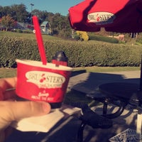 Photo taken at Bruster's Real Ice Cream by Gustavo T. on 10/18/2015