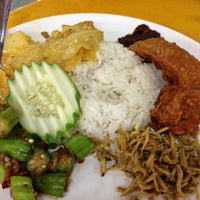 Photo taken at Ponggol Nasi Lemak Centre by Andrew L. on 7/13/2013