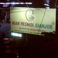 Photo taken at Ikan Pesmol Cianjur by teuku U. on 9/12/2015