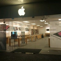 Photo taken at Apple Store, Old Orchard by CJ Q. on 3/21/2012