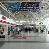 Photo taken at Terminal de Autobuses ADO by Laznes B. on 6/1/2012