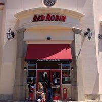 Photo taken at Red Robin Gourmet Burgers by Marcus W. on 5/10/2013