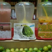 Photo taken at Todo Natural, jugos, frutas y más by Irving M. on 1/5/2013