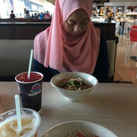 Photo taken at Marrybrown by Diyana S. on 11/5/2016