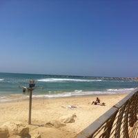 Photo taken at Frishman Beach by Alyona on 6/12/2013