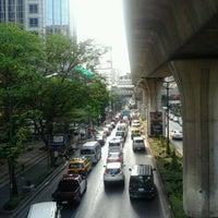 Photo taken at Sawardee Hotel - Sukhumvit by Hà M. on 3/18/2013