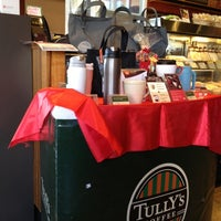 Photo taken at TULLY'S COFFEE トレアージュ白旗店 by Yuki N. on 12/7/2012