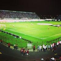 Foto tirada no(a) Estádio Romildo Vitor Gomes Ferreira por Henrique A. em 5/4/2013