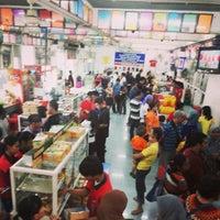 Photo taken at Pusat Oleh-Oleh Khas Semarang by Niesha C. on 11/17/2013