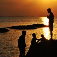 Das Foto wurde bei Tanjung Tinggi Beach von dhanang widiyanto am 9/6/2013 aufgenommen