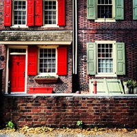 Photo taken at Elfreth's Alley Museum by Mark H. on 7/4/2013