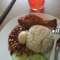 Photo taken at Nasi Lemak Saleha@Kampung Pandan by Hisyamuddin B. on 7/18/2016