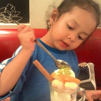 Photo taken at Pizza Hut by MamaNya A. on 8/30/2016