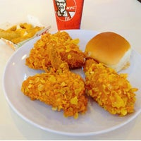 Photo taken at Kentucky Fried Chicken (KFC) by Thanis L. on 11/7/2014