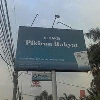 Photo taken at Redaksi Pikiran Rakyat by M. U. on 11/9/2012