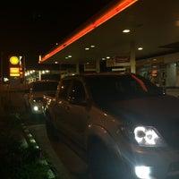 Photo taken at Shell by ᴄ ᴀ ᴛ ᴀ ʟ ʏ s ᴛ on 8/2/2014