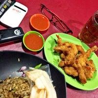 Photo taken at Valentine Seafood & Chinese Food by Muhammad Irwanto M. on 6/16/2014