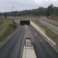 Foto tirada no(a) Burhaniye Mahallesi Metrobüs Durağı por Aykut A. em 11/11/2012