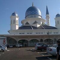 Photo taken at Masjid Abdullah Fahim by Faizul A. on 10/3/2012