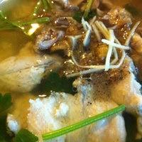 Photo taken at ข้าวต้มปลาลุงโย by Meawie.wieee on 11/6/2012