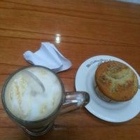 Photo taken at The Coffee Bean & Tea Leaf by Eka Marliana P. on 9/24/2012